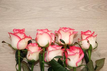Dlaczego róże daje się nieparzyście?